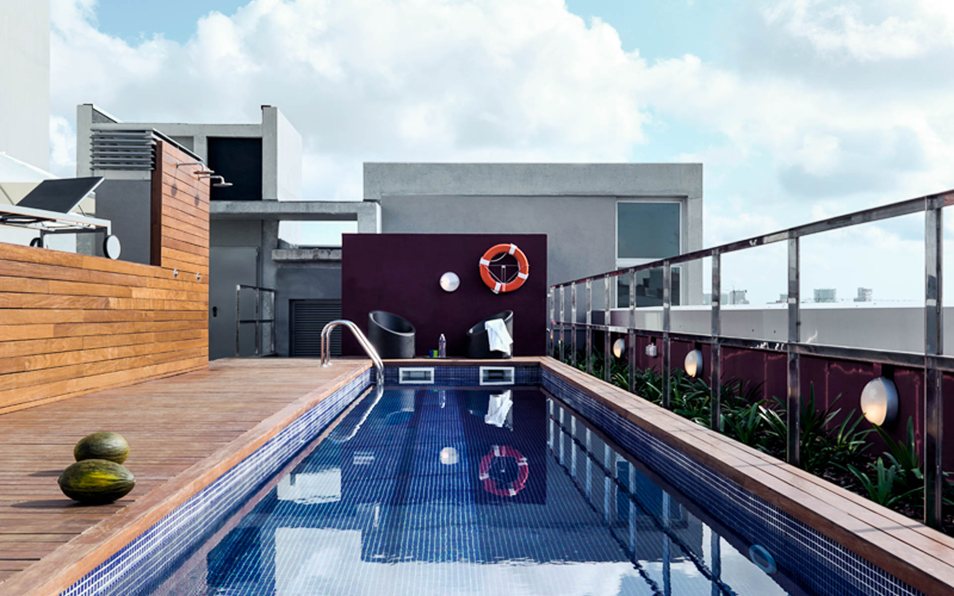 MelonDistrict Marina – rooftop pool3