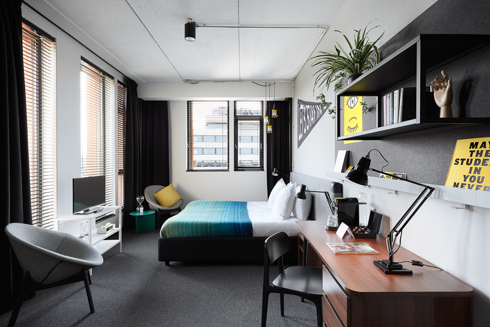 THE HYBRIDHOTEL GAME CHANGER