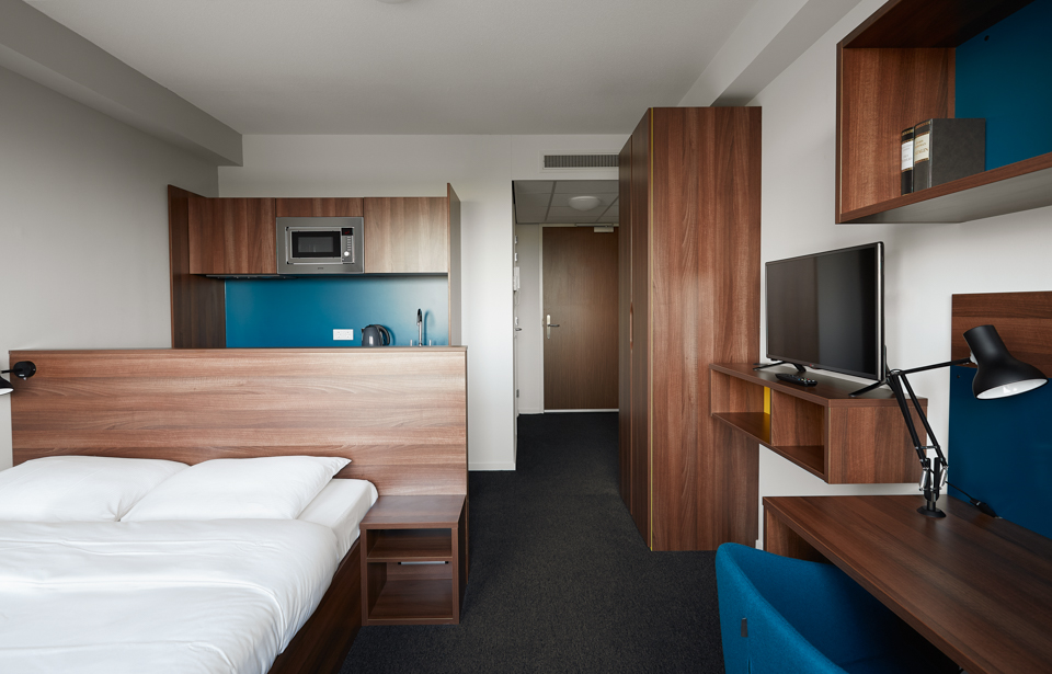 the student hotel the hague ta chambre. Black Bedroom Furniture Sets. Home Design Ideas